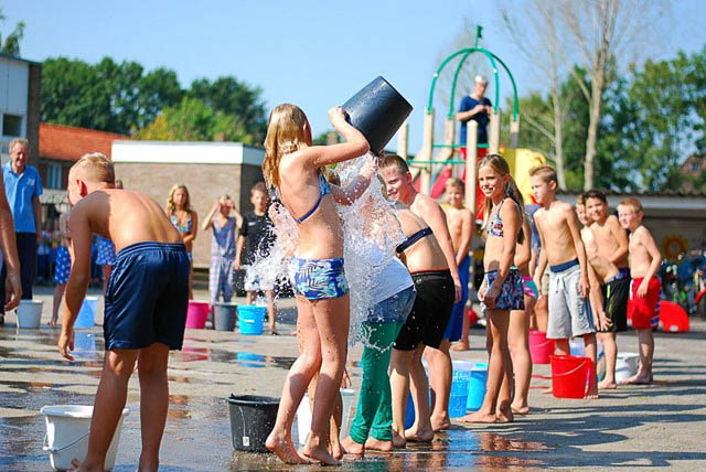 Grootegast - ice bucket challenge jan kuiperschool