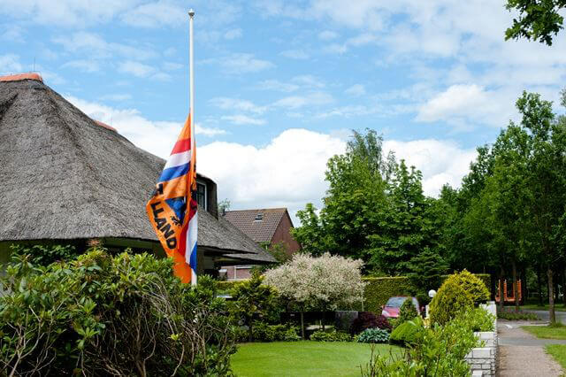 Zuidhorn Oranjevlag half stok-1