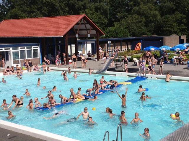 zwembad de Woldzoom Doezum