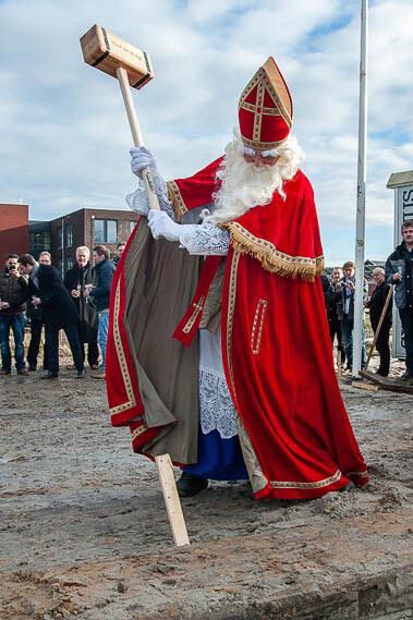 Zuidhorn Sinterklaas slaat paal-3