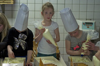 KOLLUM - taarten bakken van der Bijl