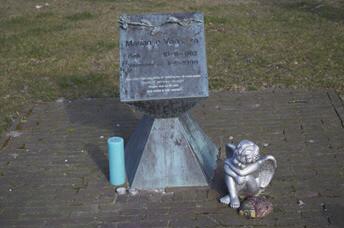Zwaagwesteinde - monument vaatstra