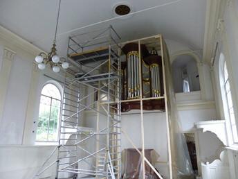 Einde zomervakantie betekent begin onderhoud kerk in Dokkum