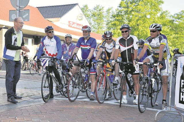 Surhuisterveen - Toertocht fiets voor een huis