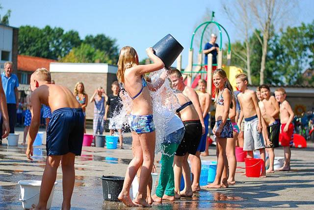 Grootegast - ice bucket challenge jan kuiperschool