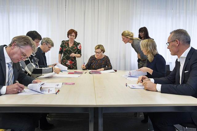 datum:20141105 / locatie: The Netherlands, Groningen, Protonstraat 16, Hanzaplaza  bestuurlijke conferentie van Transformatie Jeugdzorg Groningen