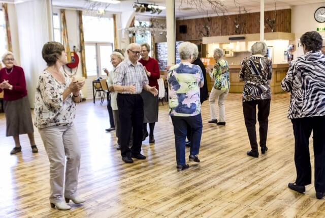 Werelddans in het Zonnehuis voor ouderen
