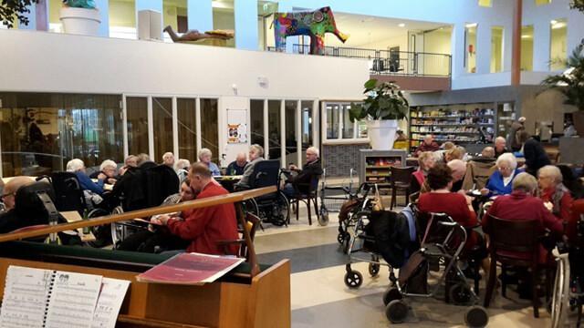 Rotary te gast op het Dorpsplein van Zonnehuis Oostergast