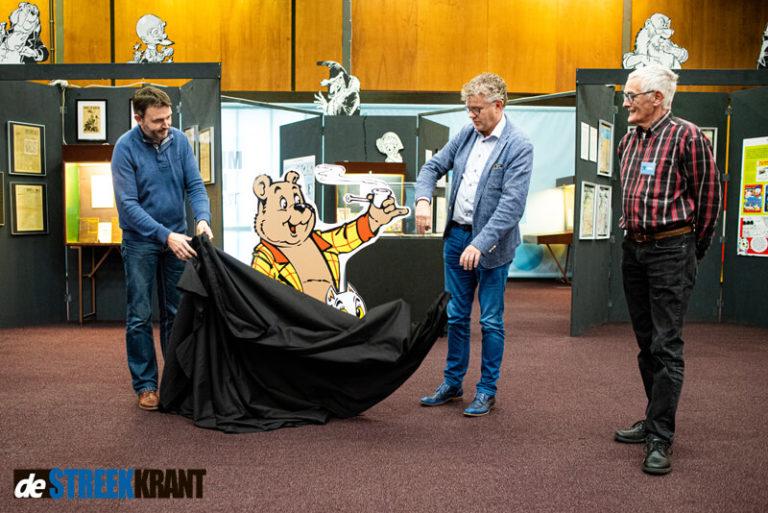 Wethouder Hielke Westra opent tentoonstelling Marten Toonder in Grootegast