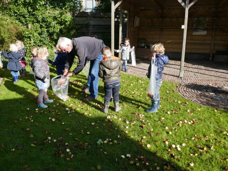 Peuters vinden herfstschatten in Oldehove